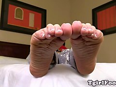 Swallow shemale feet, Gotporn.com