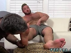 Shemale licks feet, Gotporn.com